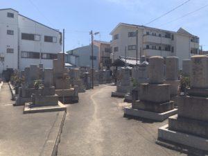 御厨墓地(東大阪市)の通路
