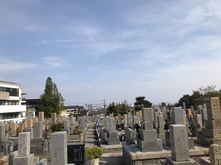神戸市東灘区の街中にある石屋墓園