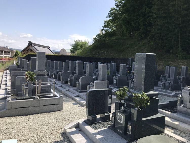 神戸市北区八多町にある寺院墓地、地蔵院霊園は鹿の子台に隣接している住宅街にある人気の墓地で駐車場も完備