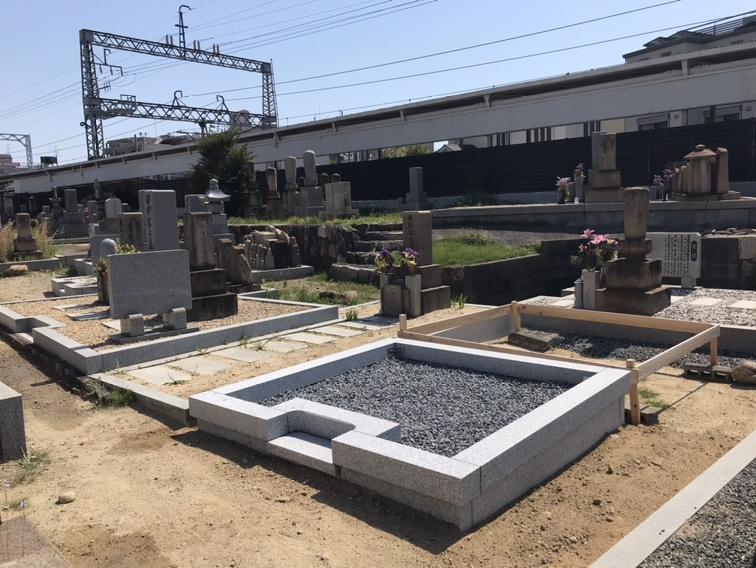 阪急仁川駅からすぐの共同墓地