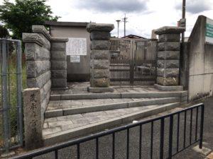 荒本春宮墓地(東大阪市)の入り口
