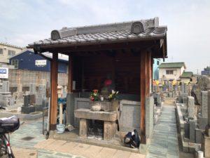 長田西河墓地のお堂