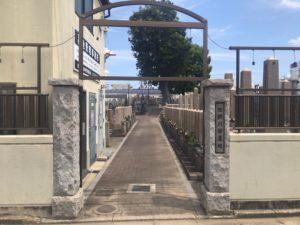 加納川田墓地の入り口