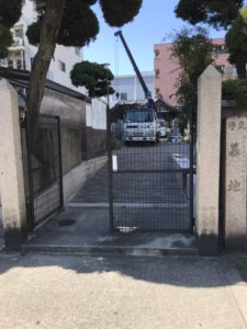 足代墓地(東大阪市)の正面入り口