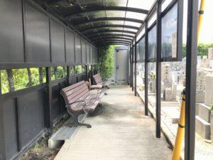 松原墓地のベンチ