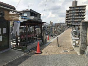 吉田墓地(東大阪市)の通路