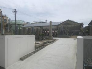 艮下島共同墓地(東大阪)の通路