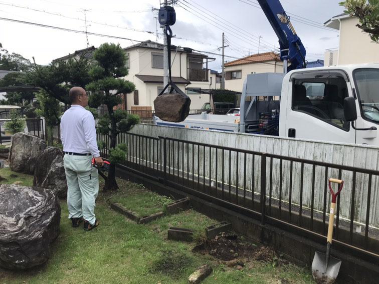 一級施工技能士取得の社員により、お庭石の引き取り工事