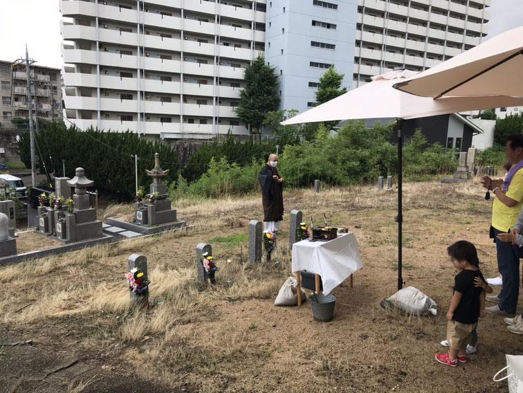 神戸西区の墓地にて、埋め墓の お性根抜き。