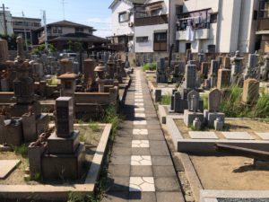 松屋共同墓地(堺市堺区)の通路