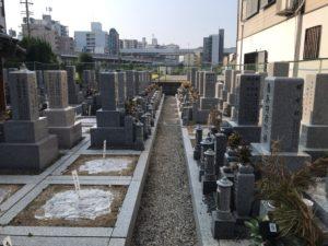 森河内本郷墓地(東大阪市)の通路