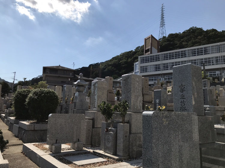 神戸市中央区 春日野墓地のお墓の風景