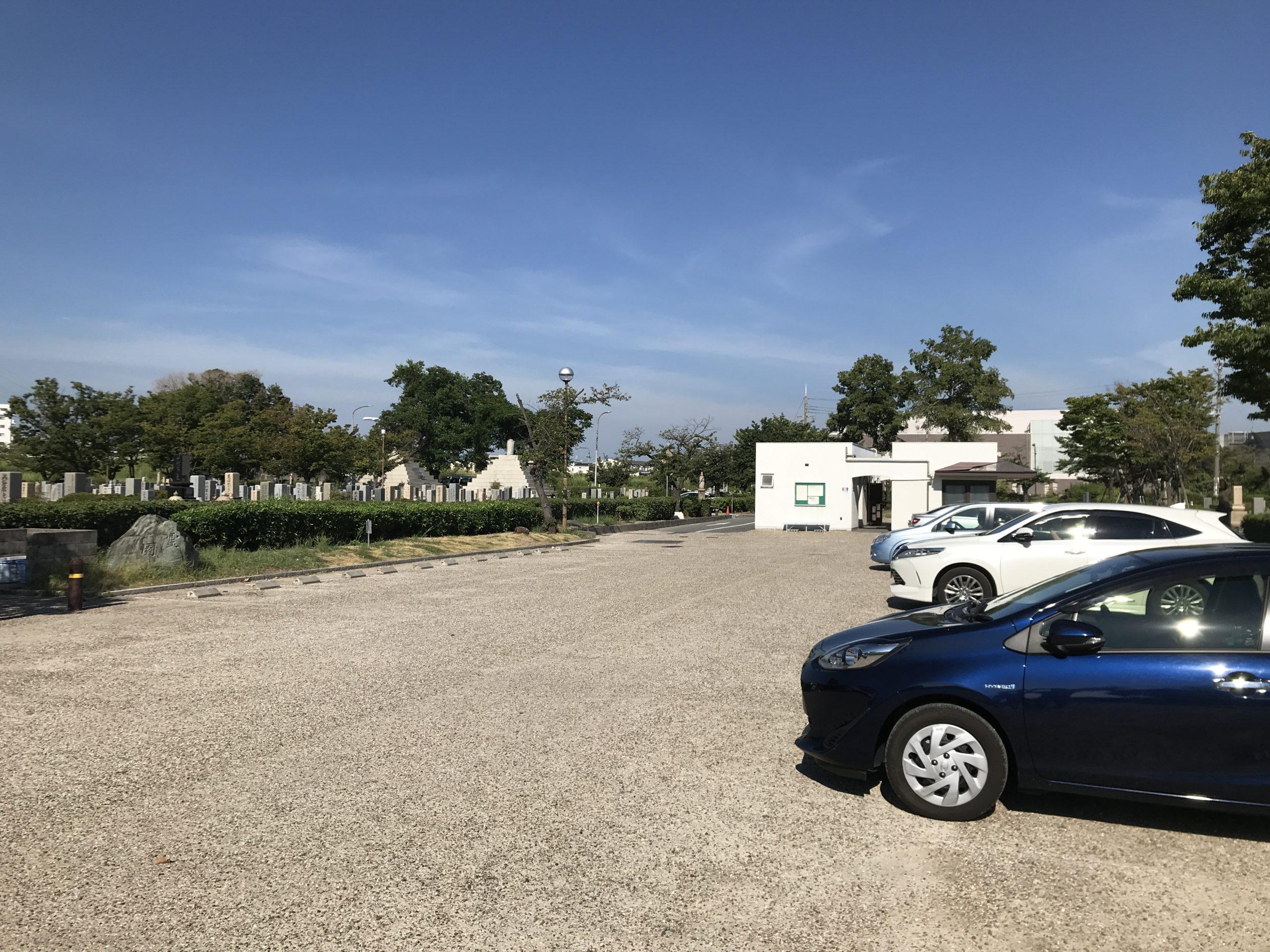 尼崎市弥生ケ丘墓園の駐車場2
