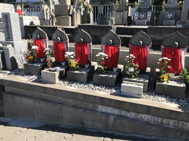 神戸市垂水区にある共同墓地 乙木墓地のお墓の六地蔵さん