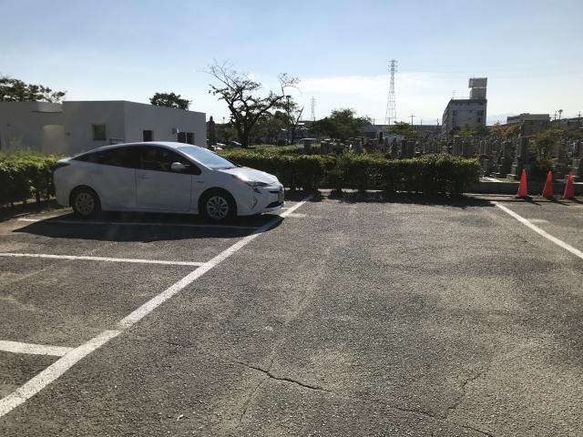 尼崎市弥生ケ丘墓園の駐車場1