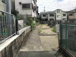 尊重寺共同墓地(高槻市)の入り口