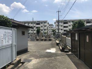 戸伏墓地(茨木市)の入り口