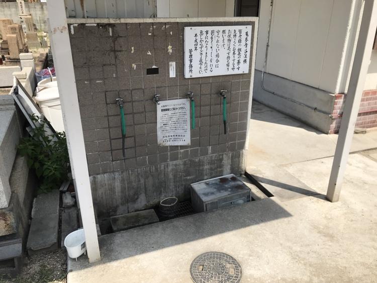 神戸市兵庫区にある墓地 高松墓地のお墓の水場の様子