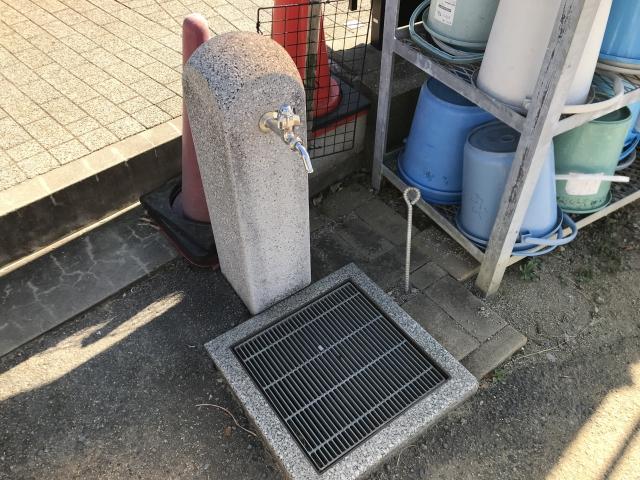 尼崎市弥生ケ丘墓園の水場