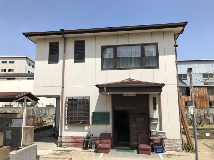 神戸市兵庫区にある高松墓地の管理棟です。