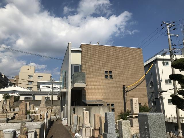 神戸市中央区 春日野墓地の管理棟