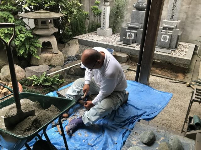 厚福寺 石のはつり作業風景