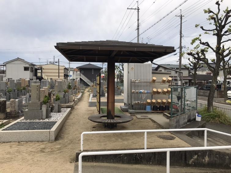 稲葉荘共同墓地(尼崎市)の休憩所