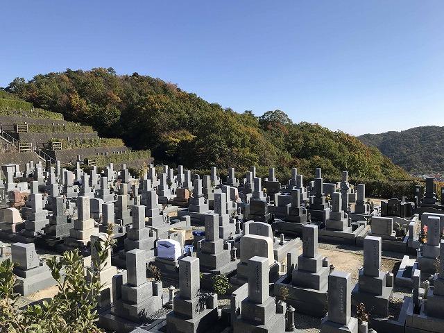 川西公営霊園(川西市)のお墓の様子
