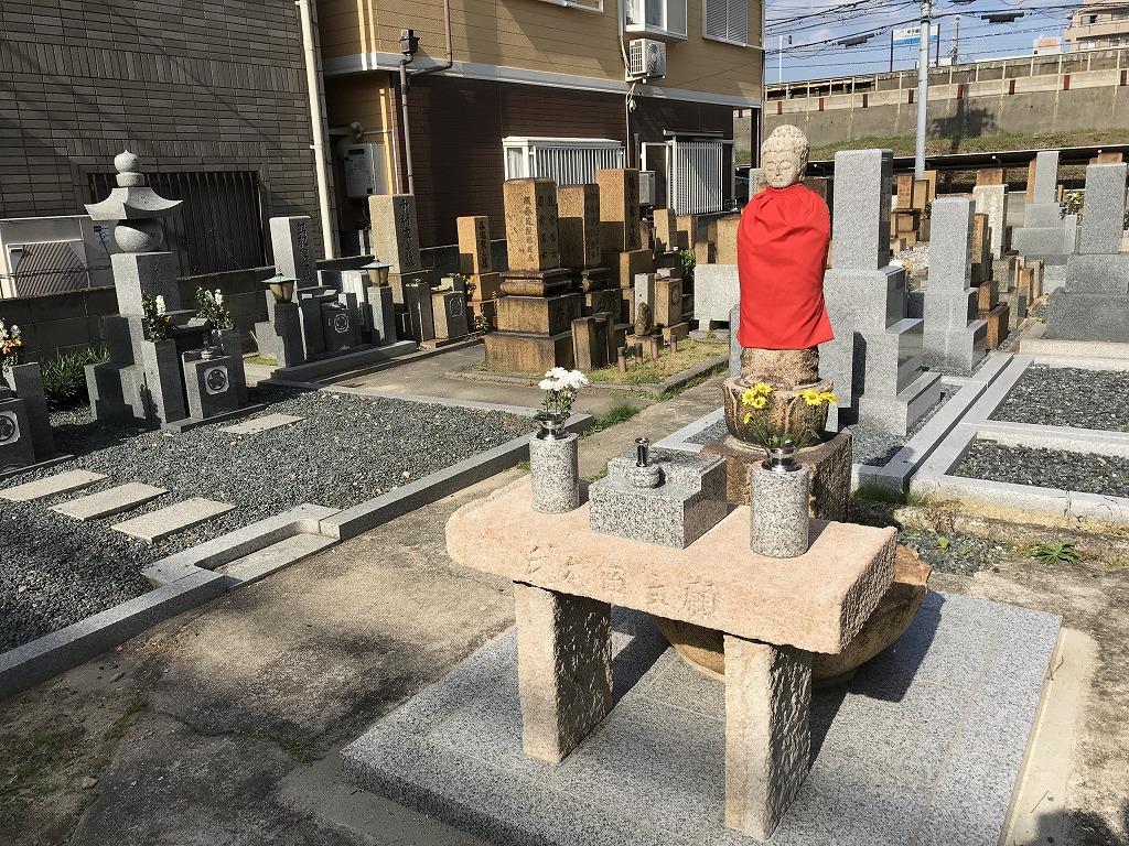 瓦林地区墓地(西宮市)のお地蔵さん。