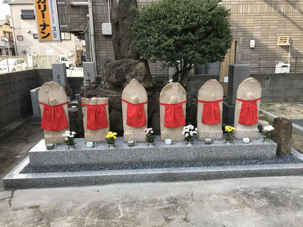 瓦林地区墓地(西宮市)の六地蔵さん。