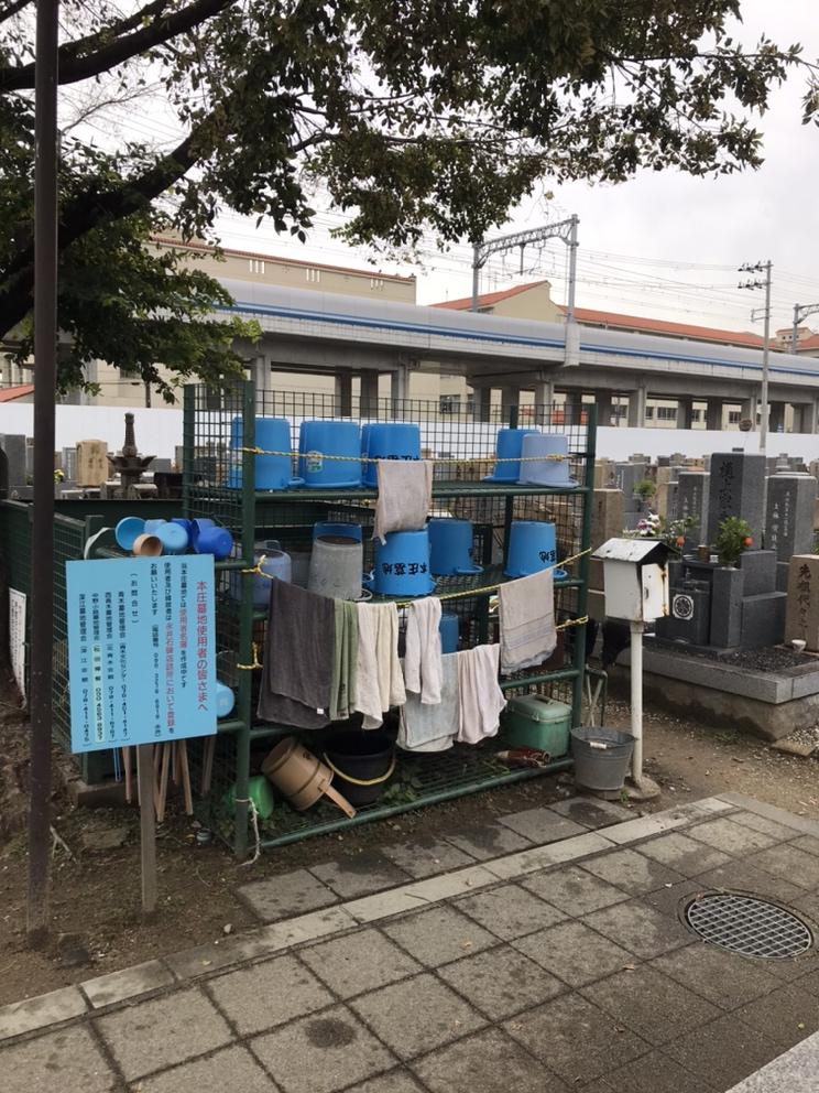 本庄墓地(神戸市東灘区)のバケツ置き場