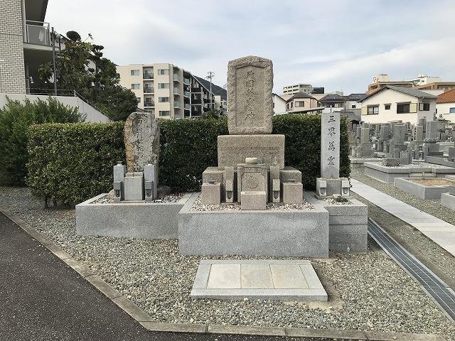 伊孑志墓地(宝塚市)の英霊碑