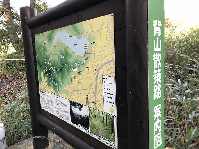 烏原霊園(神戸市兵庫区)の背山散策路案内図の看板