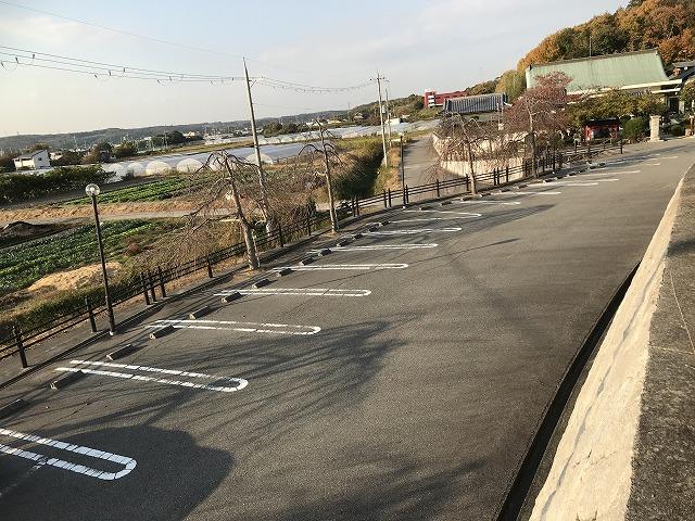 慶明寺花岡霊園(神戸市西区)の駐車場