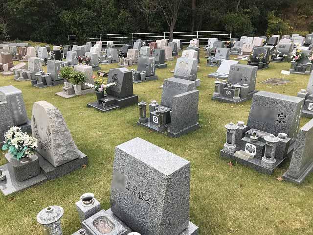 神戸聖地霊園 お墓の様子(芝生)