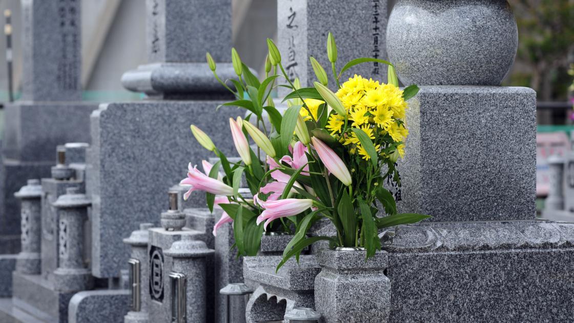 高石市内の墓地 ご納骨式の準備の写真