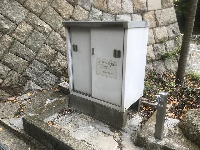 神戸市営追谷墓園(神戸市中央区)のバケツ置き場