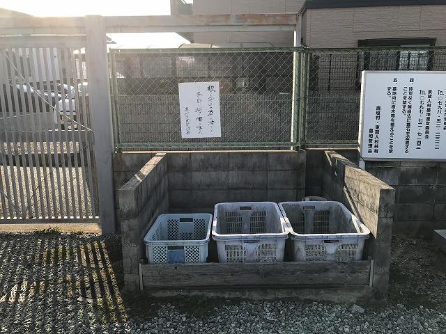鹿塩村・東蔵人村共同墓地のゴミ置き場