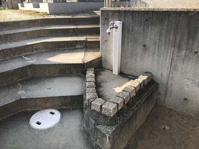 鹿塩村・東蔵人村共同墓地の水場