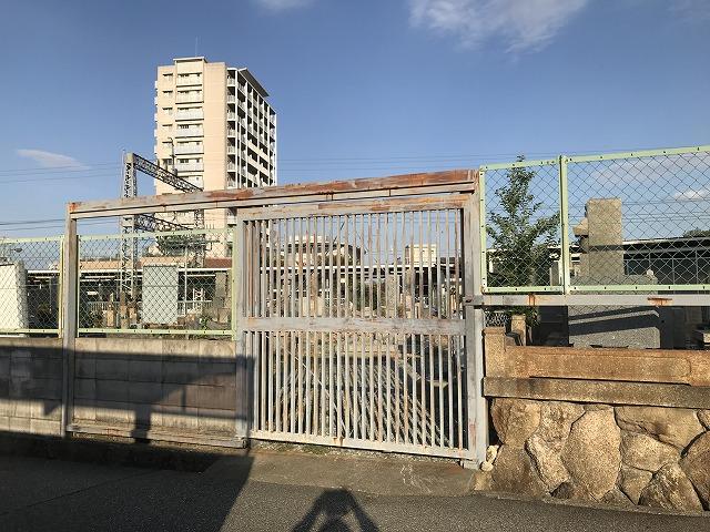 鹿塩村・東蔵人村共同墓地の入り口付近