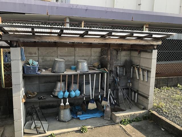 鹿塩村・東蔵人村共同墓地の用具置き場
