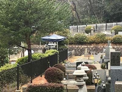 芦屋市霊園で墓石の彫刻