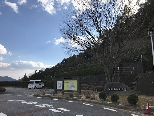 """川西公営霊園で墓石の彫刻"""""""