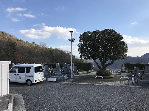 川西公営霊園で墓石の彫刻