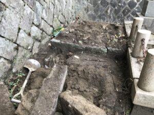 追谷墓園(神戸市中央区)での墓じまい工事途中