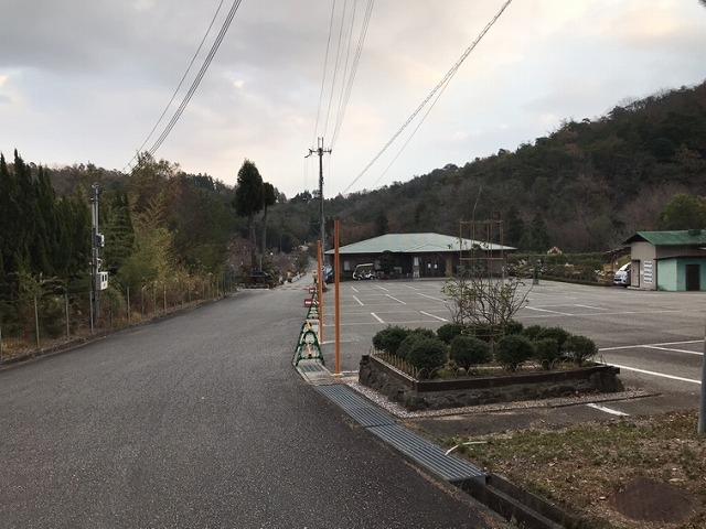 光明寺墓地公園(神戸市北区)の駐車場