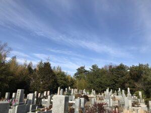 切畑墓苑(神戸市北区)です。墓標に追加で彫刻するための拓本とりにきました。