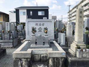 米谷東墓地(宝塚市)の戦没者慰霊碑