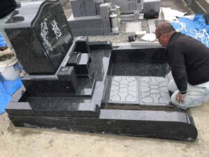 21.3.13_長尾山霊園(宝塚市)でお墓の建立がありました。