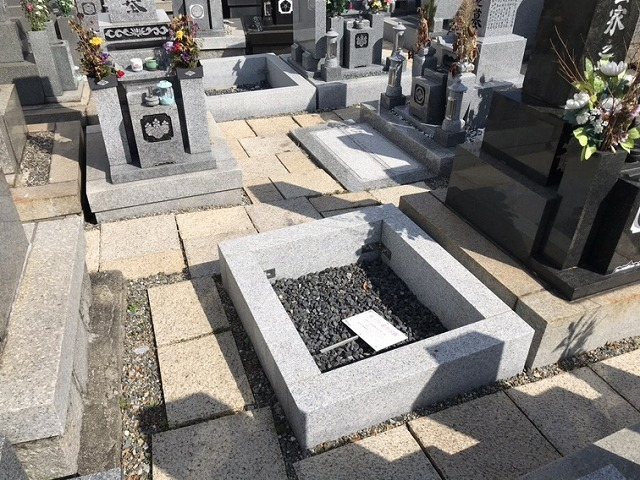 常光寺共同墓地でご納骨式でした。こちらは空き区画です。21.3.7